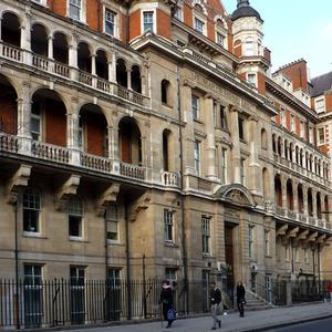 عکس - بیمارستان سلطنتی ،که فرزند جدید دوشس کمبریج در آن به دنیا آمد.