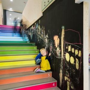 عکس - معماری برای کودکان،پلکانی که شمارش اعداد را به کودکان می آموزند.