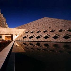 عکس - هرمي بر بلنداي بهارستان ، نگاهی به ساختمان مجلس شورای اسلامی