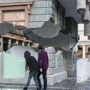 عکس - ساختمانی معلق در Covent Garden،کاری از Alex Chinneck
