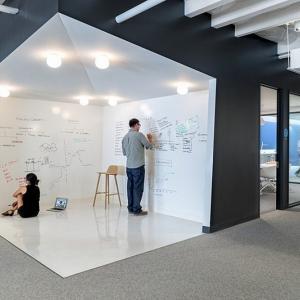عکس - ترفندهای استفاده از تخته وایت برد در طراحی داخلی