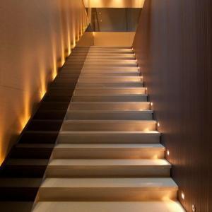 عکس - ترفندهایی برای نورپردازی پلکان های داخلی