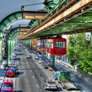 عکس - ترن های معلق، جاذبه توریستی آلمان