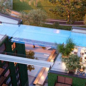 عکس - استخر کف شیشه ای ، پلی میان دو ساختمان در لندن