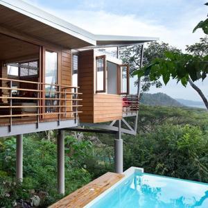 عکس - ویلایی زیبا و شناور در جنگل کاستاریکا