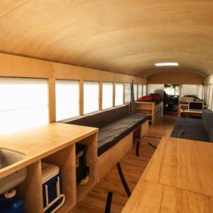 عکس - تبدیل یک اتوبوس به خانه ای شگفت انگیز