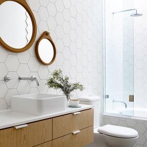 عکس - استفاده از کاشی های هندسی در حمام