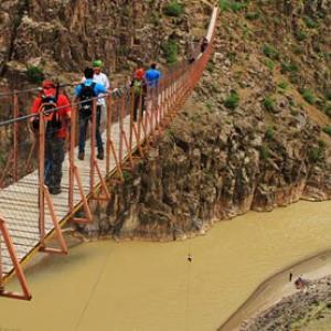عکس - ترسناک ترین پل معلق ایران