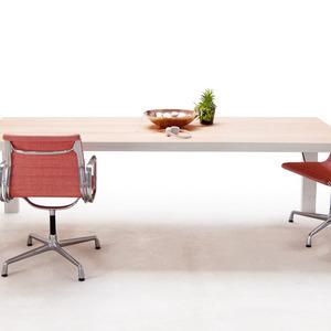 تصویر - میز شگفت انگیزی ،که گجتهای درحال شارژ شما را درکشوی خود پنهان می کند. - معماری