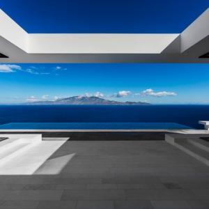 عکس - خانه T اثر olivier dwek مشرف به جزیره زیبای یونانی kefalonia