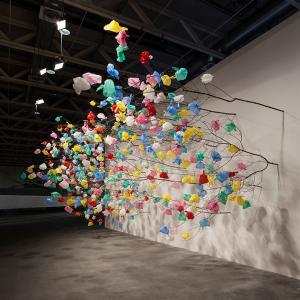 عکس - طرح هنری درختان پلاستیکی در نمایشگاه art basel unlimited 2015 اثر pascale marthine