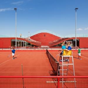 تصویر - طراحی خلاقانه و چندمنظوره سقف باشگاه تنیس - معماری