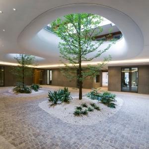 عکس - درختانی در دوچشم بیضوی باغ معلق این ساختمان