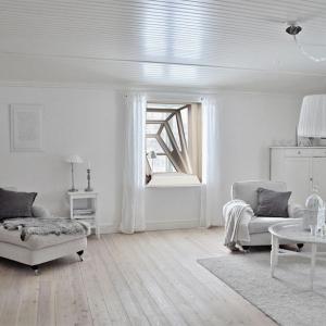 تصویر - اختصاص فضایی بیرون از خانه به ساکنان با کمک پنجره - معماری