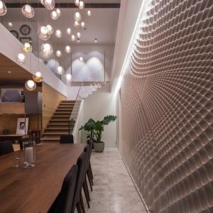 عکس - طراحی جالب توجه دیوار در فضای نهارخوری