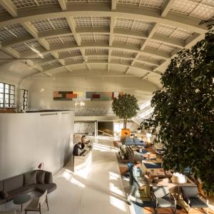 تصویر - لابی هتل Vincci Porto که در قدیم بازار ماهی بود ، اثر José Carlos Cruz ، پرتغال - معماری
