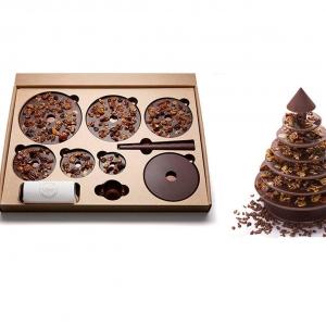 تصویر - درخت کریسمس شکلاتی در یک بسته بندی مسطح - معماری