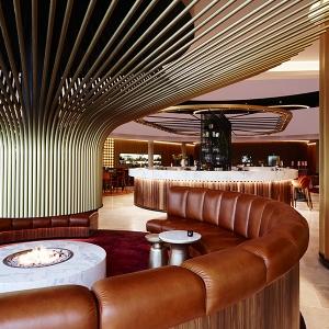 تصویر - طراحی بی نظیر شومینه مدور یک هتل - معماری