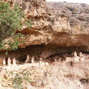 عکس - قبرستان پر رمز و راز هفتاد ملا در زاهدان