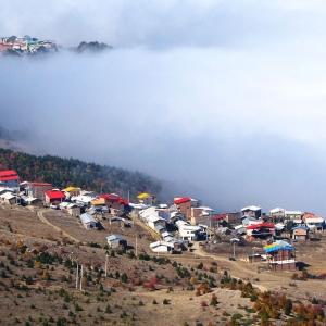 عکس - زندگی درروستایی بر فراز ابرها
