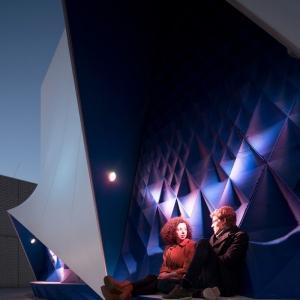 تصویر - طراحی خلاقانه مبلمان شهری بر پوسته نمای ساختمان موقت اتحادیه اروپا ،اثر تیم طراحی DUS Architects، هلند - معماری