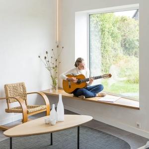 تصویر - ایجاد فضایی دنج در کنار پنجره ،در پروژه ای اثر یک معمار ایرانی - معماری