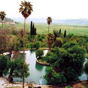تصویر - جلوه بی بدیل طبیعت در باغ توریستی چشمه بلقیس چرام - معماری