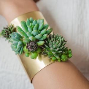 تصویر - زیورآلات ساخته شده از گیاهان زنده - معماری
