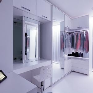 تصویر - بررسی 15 نمونه فضای تعویض لباس که می توان درون آن راه رفت. - معماری