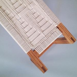 تصویر - کار بافت بر روی مبلمان های چوبی - معماری