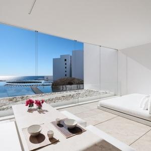 عکس - سفیدترین هتل مینیمالیستی دنیا