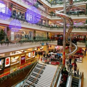 تصویر - هیجان فرود از سرسره ای  عجیب در مجموعه ای تجاری در شانگهای چین - معماری