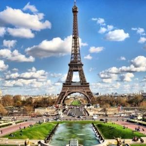 عکس - شانس خود را برای یک شب اقامت در برج ایفل بیازمایید.