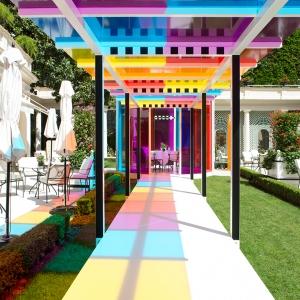 تصویر - چشم اندازی رنگارنگ در باغ هتل le bristol پاریس - معماری