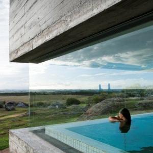 تصویر - نمونه هایی از طراحی استخرهای سرپوشیده داخلی - معماری