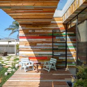 تصویر - طراحی خلاقانه پوسته ورودی با ضایعات چوبی ، اثر تیم طراحی Brahma-Architects - معماری