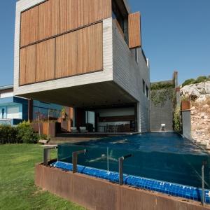 تصویر - خانه ای از چوب و بتن مشرف به دریای اژه , اثر تیم معماری Selim Erdil , ترکیه - معماری