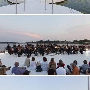 تصویر - برگزاری کنسرت در صفحات شناور روی آب - معماری