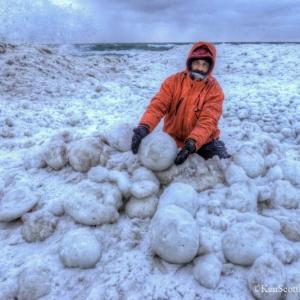 تصویر - توپ های یخی دریاچه میشیگان و ساحل Stroomi - معماری