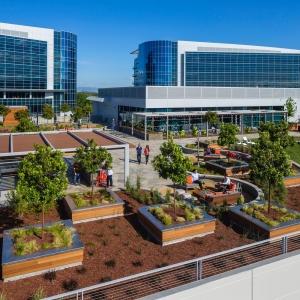 تصویر - طراحی کلوپ ورزشی Moffett Gateway بر بام پارکینگ طبقاتی ، اثر تیم طراحی DES Architects و Engineers ، آمریکا - معماری
