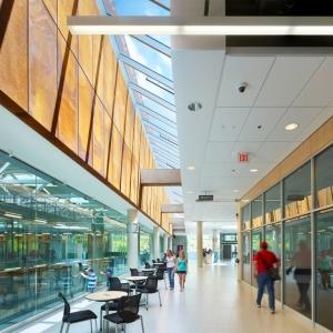 تصویر - مرکز آموزشی، فناوری و تجارت Kawartha ، اثر تیم طراحی معماری Perkins و Will ، کانادا - معماری