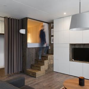 عکس - نگاهی به ایده ای مبتکرانه در طراحی یک آپارتمان بسیار کوچک