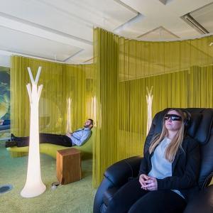 عکس - ایده ای برای طراحی فضاهای اداری-دفتر کاری با فضای استراحت برای کارکنان
