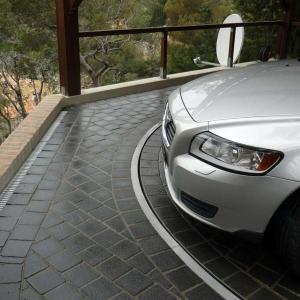 تصویر - ایده ای خلاقانه برای حل مشکل کمبود جای پارک یا عرض کم ورودی پارکینگ - معماری