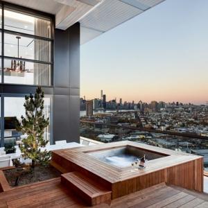 تصویر - طراحی زیبای بالکن هتلی واقع در بروکلین  - معماری