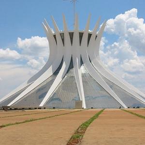 تصویر - کلیسای جامع برزیلیا ، اثر معماران Oscar Niemeyer ، برزیل - معماری