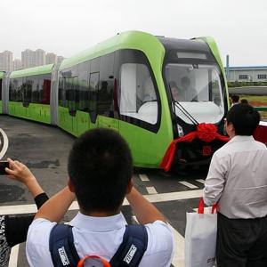 تصویر - رونمایی چین از اولین قطار بدون ریل جهان - معماری
