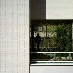 تصویر - سازماندهی فضایی و بیان درون و بیرون در   گالری سفید   نگاهی به پروژه معمار سال 95 - معماری