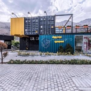 تصویر - معماری با اشیاء  حاضر آماده  در  باشگاه مکعب  - معماری