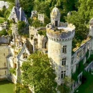 تصویر - نجات یک قصر قدیمی در آستانه ویرانی در فرانسه - معماری